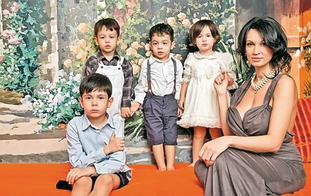 Nicoleta Luciu, alături de copiii ei