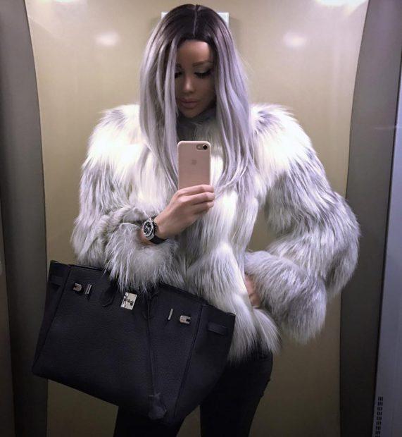 Bianca Drăgușanu și-a schimbat look-ul. S-a asortat perfect cu haina de blană