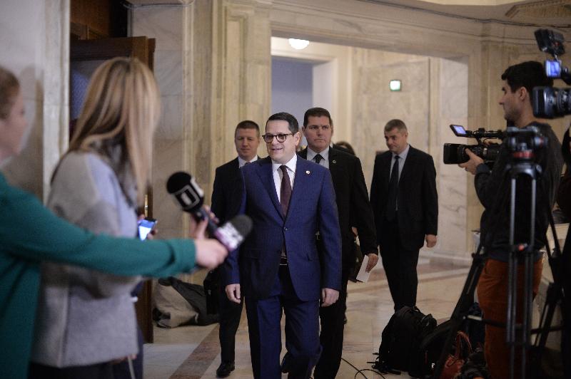 """UPDATE. Directorul SRI a fost audiat în Parlament timp de șapte ore. Hellvig: """"Există interes în a destabiliza instituția"""" / VIDEO"""