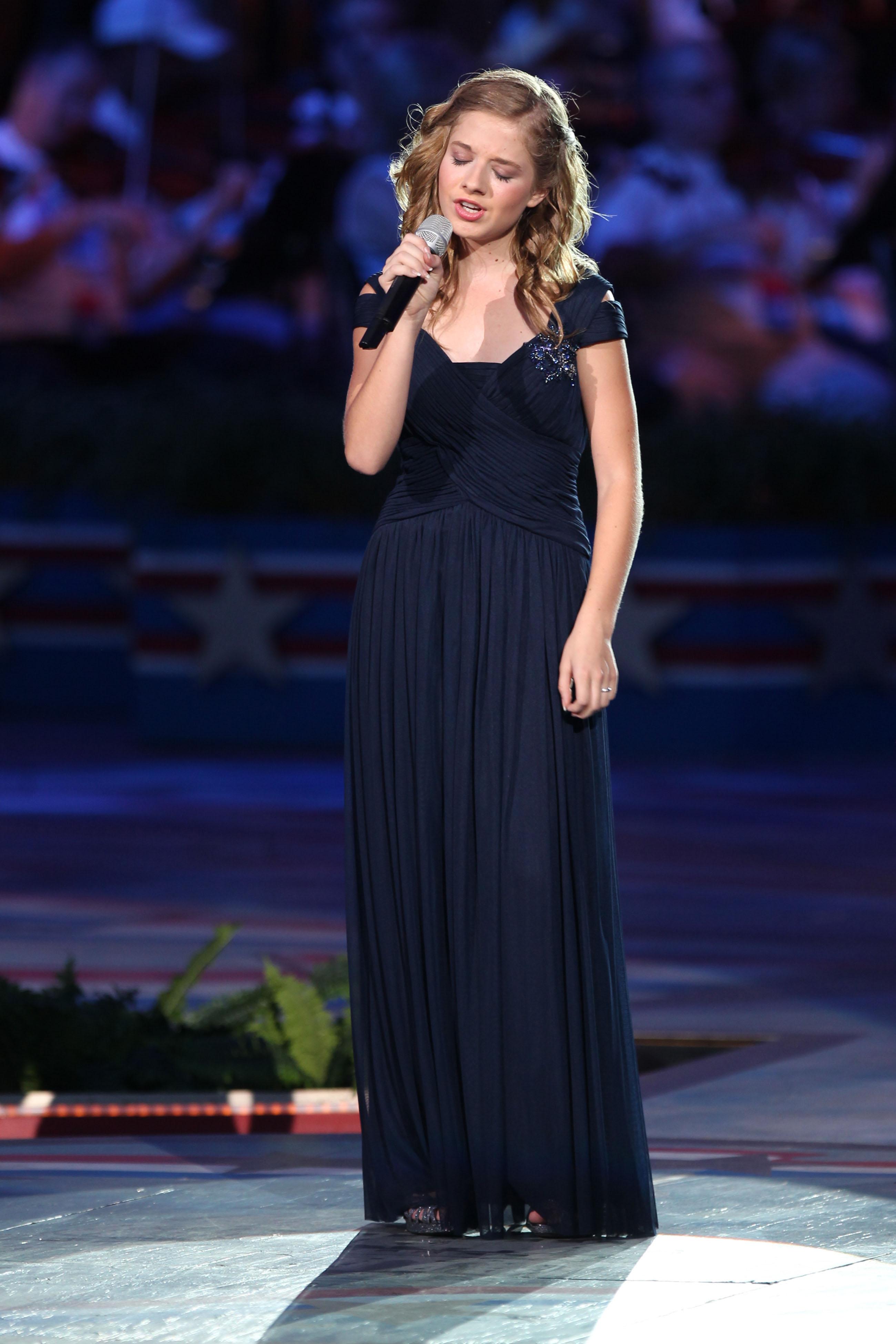 Jackie Evancho, în vârstă de 16 ani, va cânta imnul SUA la ceremonia de învestire a lui Donald