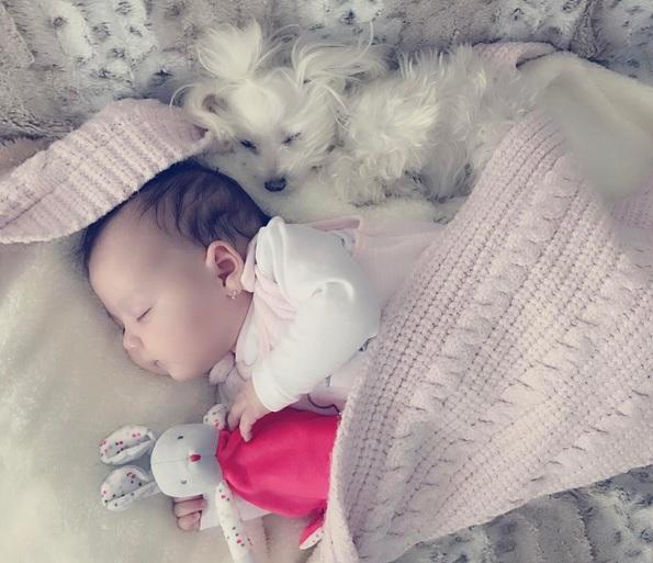 Bianca Drăgușanu și-a pozat fetița în timp ce dormea. Cât de scumpă e
