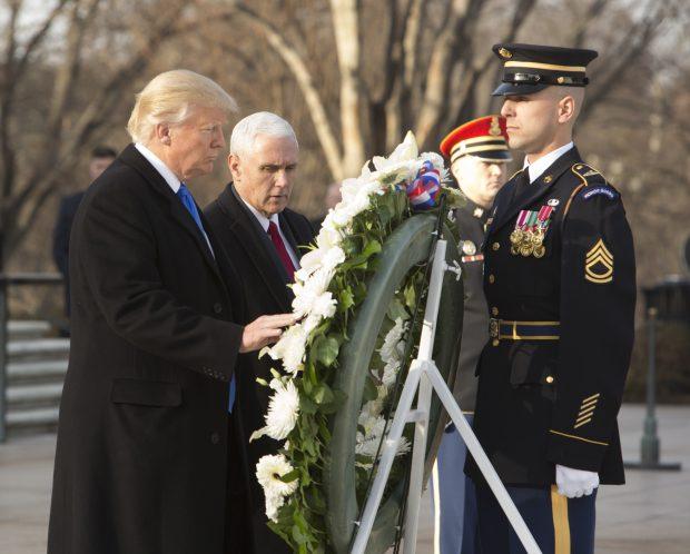 Donald Trump şi Mike Pence, la cimitirul Arlington
