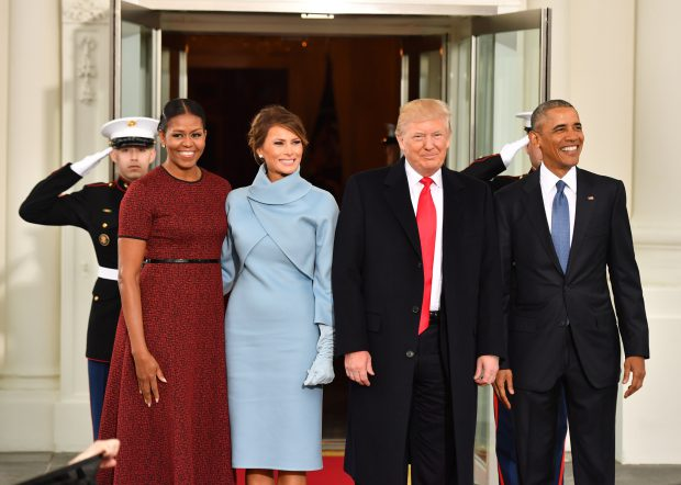 Michelle Obama, Melania Trump, Donald Trump și Barack Obama, în fața Casei Albe