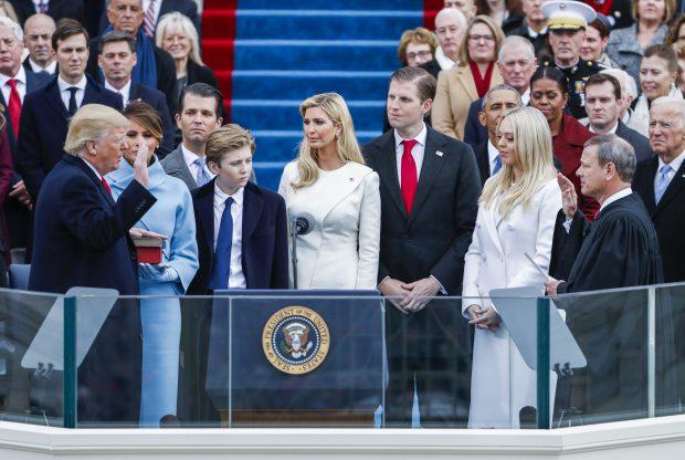 Donald Trump a depus jurământul