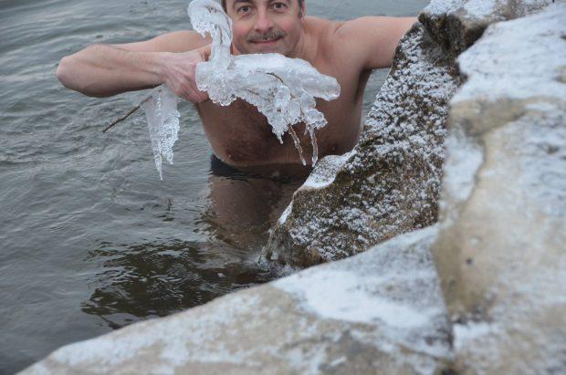 la minus 13 grade Celsius in apele   Streiului