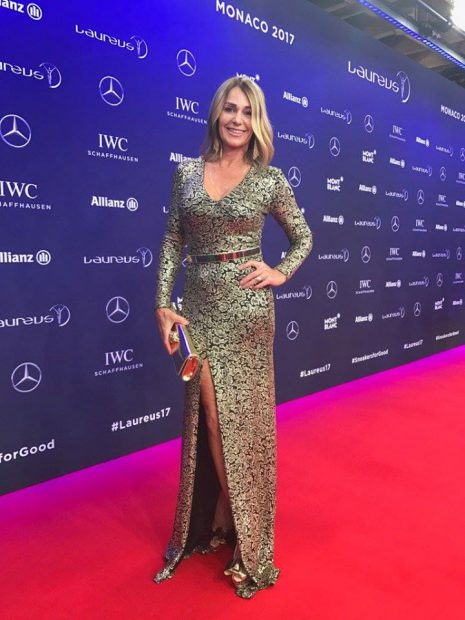 Nadia Comăneci, într-o ținută curajoasă! A lăsat să i se vadă tot la premiile Laureus! / FOTO în articol