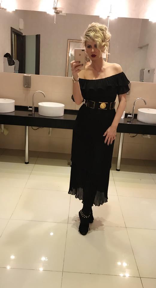 Andreea Bănică și-a făcut selfie în toaleta unui local