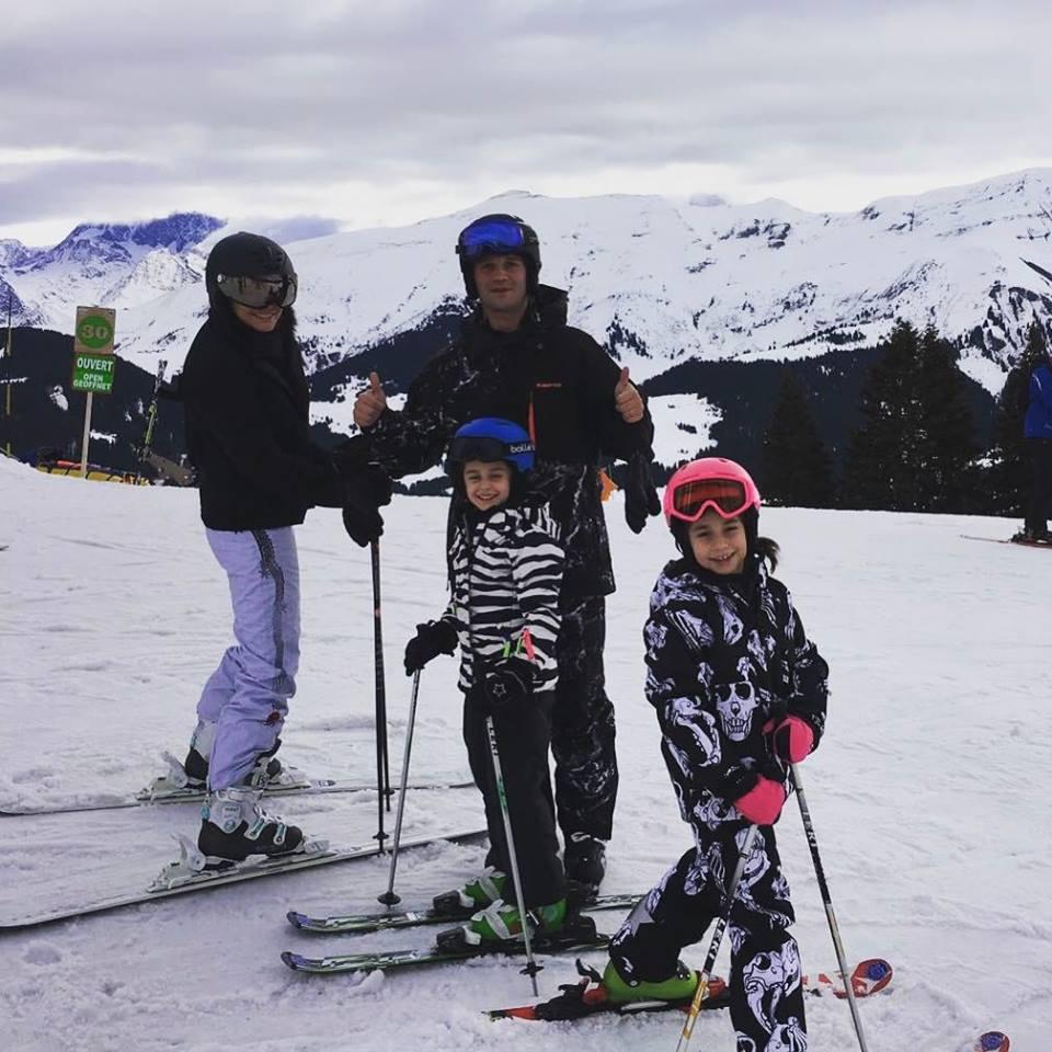 Adelina și Cristi Chivu, alături de fetițele lor, Anastasia și Natalia