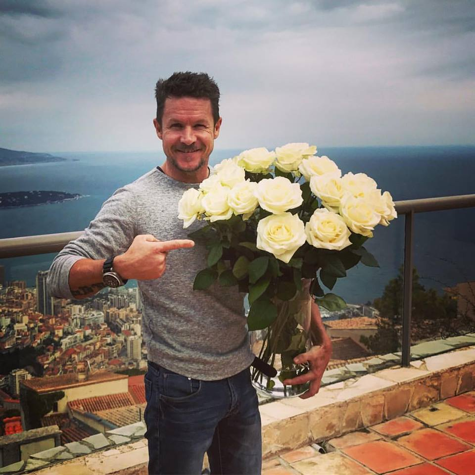 Felix Baumgartner i-a pregătit un imens buchet de trandafiri albi Mihaelei Rădulescu de Ziua Îndrăgostiților