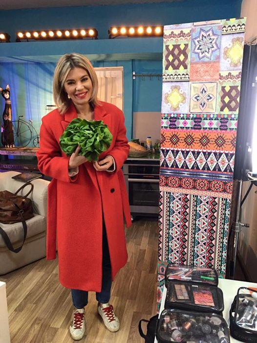Gina Pistol a primit o salată verde de la colegii ei