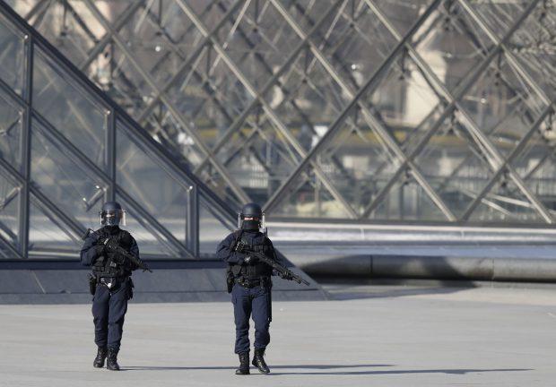 Atac Paris, Muzeul Luvru a fost evacuat