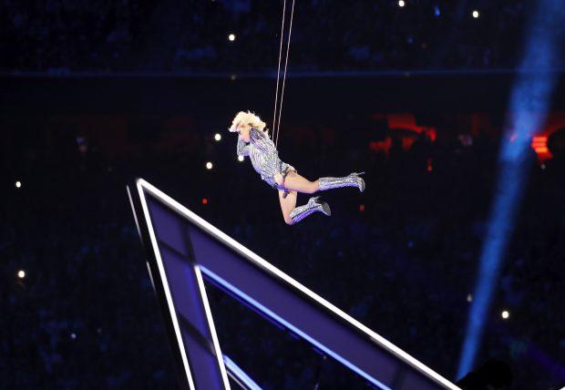 Lady Gaga a făcut spectacol în pauza Super Bowl