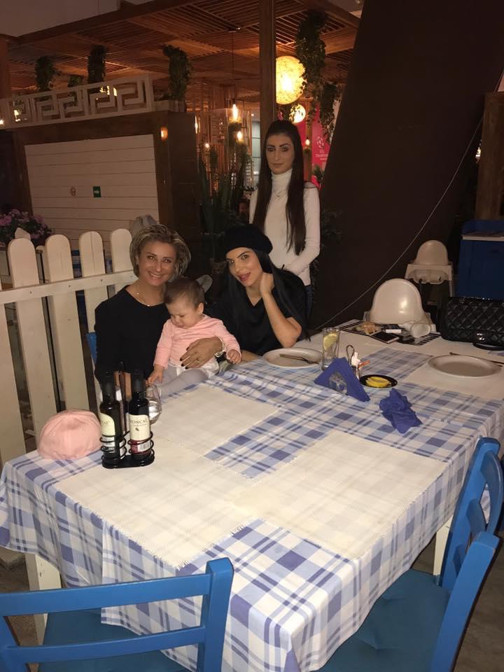 Nașa Anamaria Prodan e topită după fetița Andreei Tonciu. A răsfățat-o la mall pe finuța Rebecca