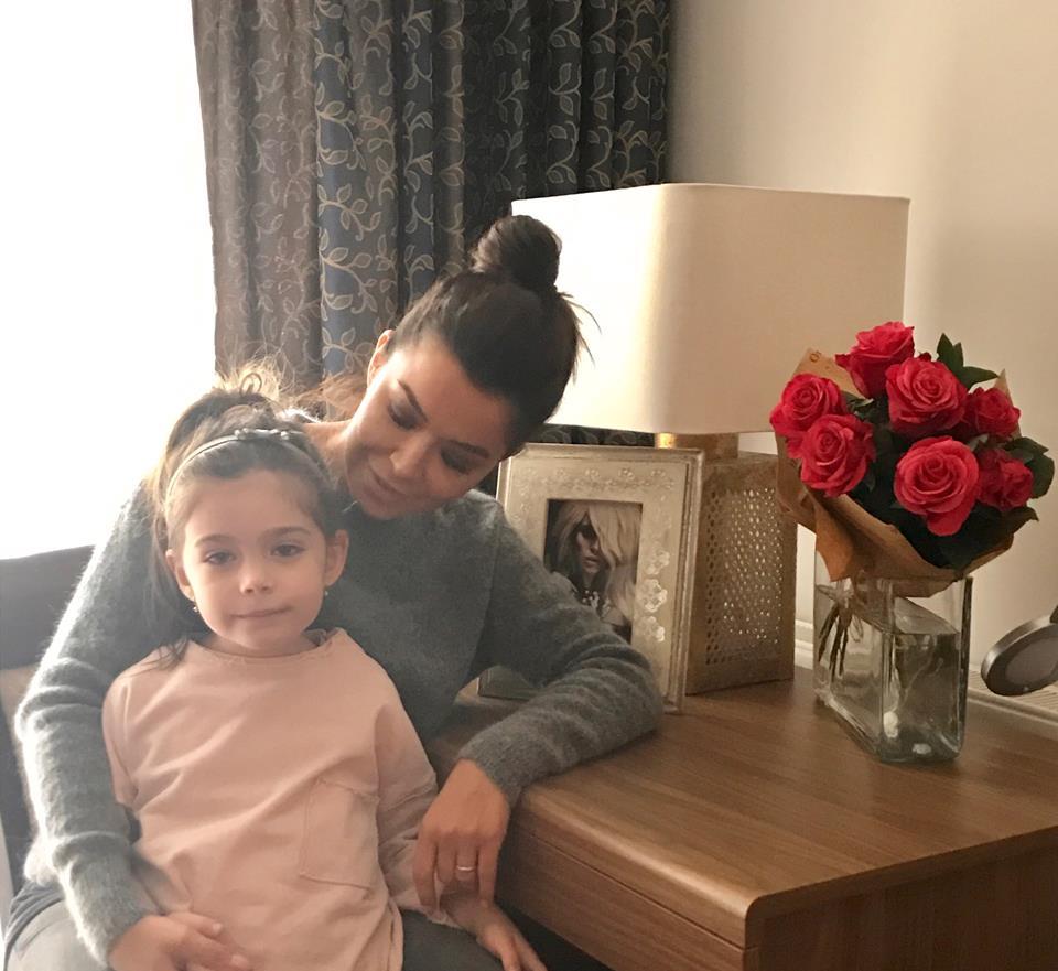 """VIDEO/ Simona Pătruleasa și-a înscris fiica în clasa 0. """"E agitată, nu știu dacă poate să stea o oră în bancă"""""""