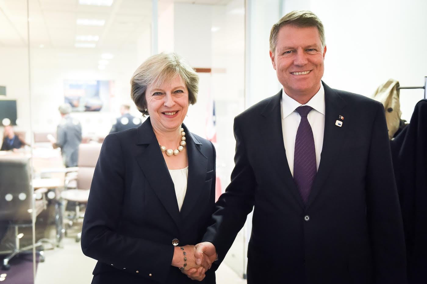 Iohannis a vorbit la telefon cu Theresa May