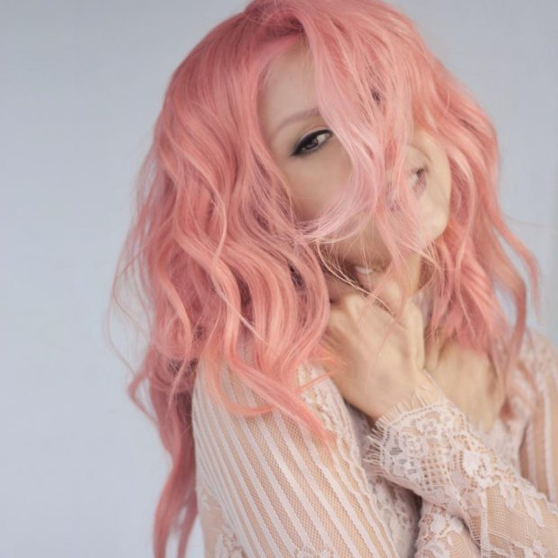 Andreea Bălan și-a vopsit părul roz. Transformarea este uimitoare