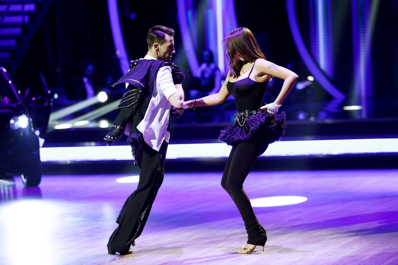 EXCLUSIV. Oana Zăvoranu a fost la un pas să renunțe la singurul ei atu de... dansatoare. S-a oferit să-și scoată silicoanele!