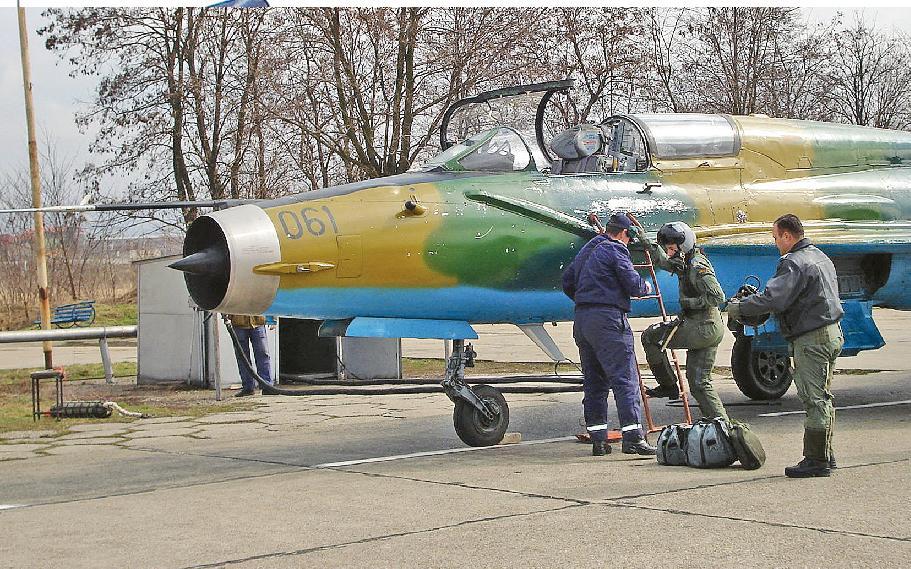 Simona Maierean, prima femeie pilot din România care a zburat pe un avion supersonic