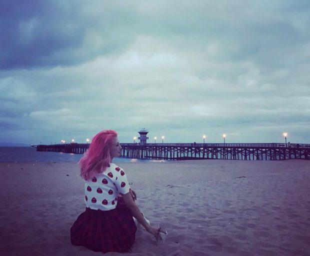 """Andreea Bălan s-a pozat pe plaja unde va avea loc ceremonia de nuntă. Aici îi va spune """"Da"""" lui George Burcea"""