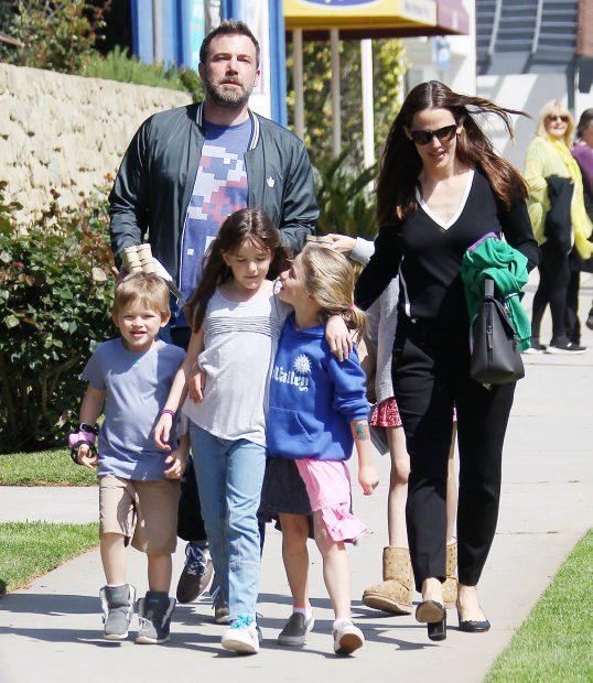 Ben Affleck împreună cu Jennifer Garner și cei trei copii ai lor