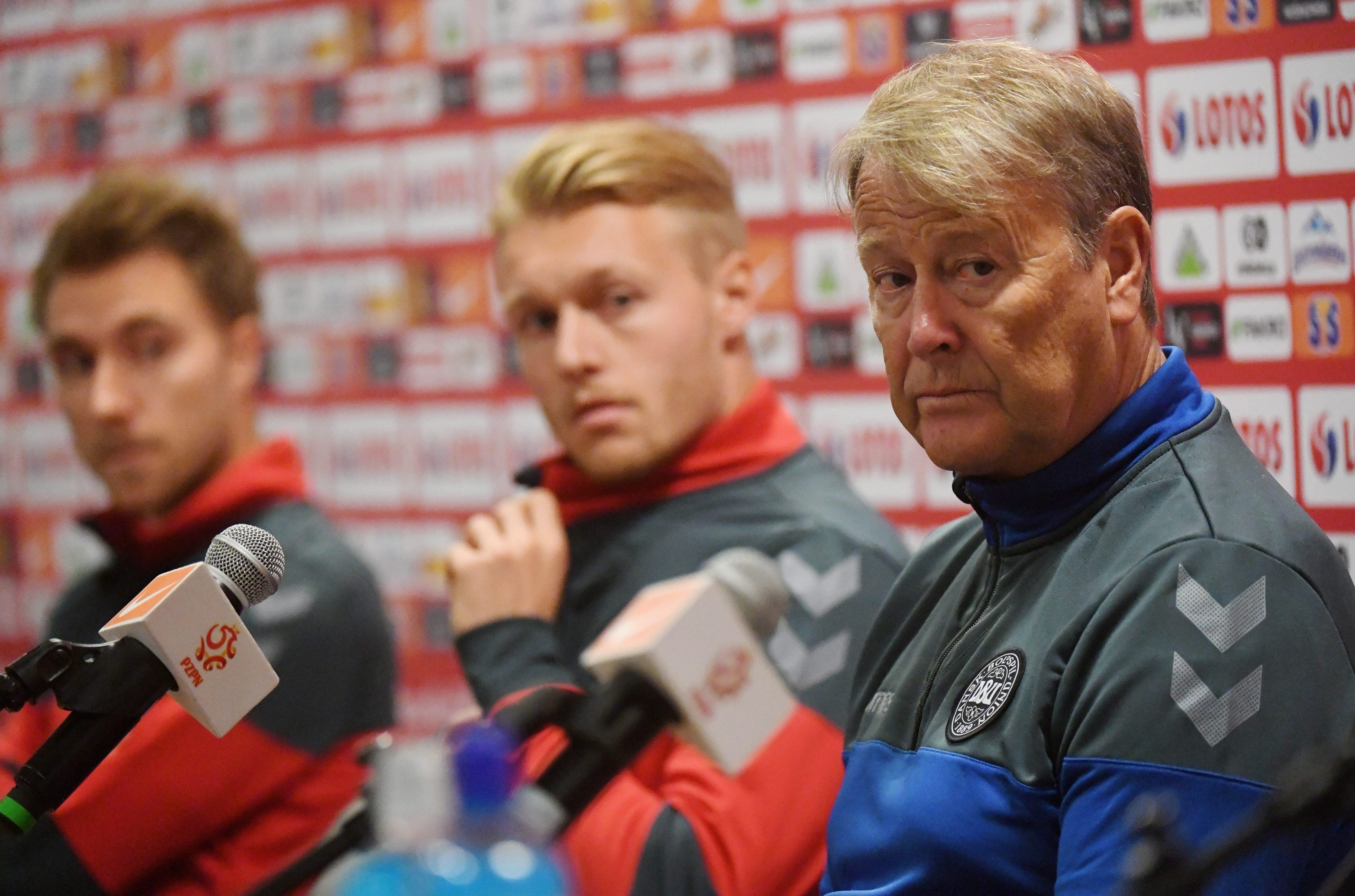Cine pe cine demite? Meciul România - Danemarca este decisiv pentru selecționerii Christoph Daum și Age Hareide
