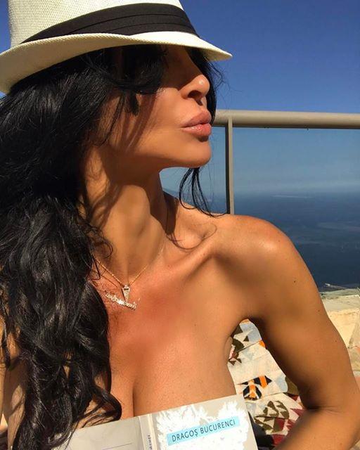 Mihaela Rădulescu, topless. Ce alt bărbat celebru s-a lipt de sânii ei