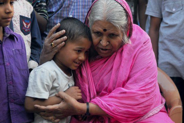 """O femeie a adoptat peste 1.400 de copii. Povestea impresionantă a celei considerate """"mama orfanilor"""""""