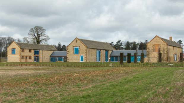 Cum arată casa soților Beckham. Proprietatea de la țară pentru care au plătit 5 milioane de lire