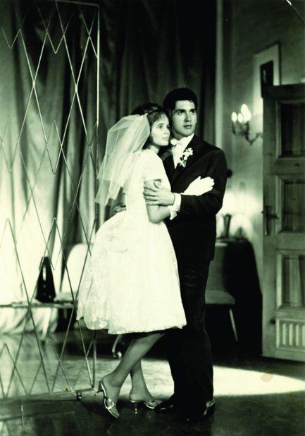 """Acum 55 de ani, fotografie de la nunta cu """"stelista"""" Mihaela, convinsă să devină """"petrolistă"""""""