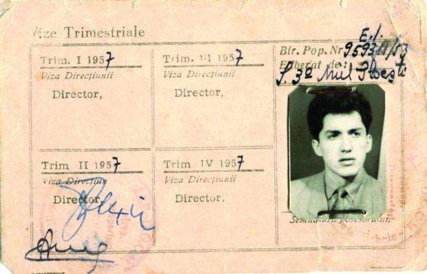 """Prima legitimaţie de """"om al muncii socialiste"""" – statistician la ITAU, în anul 1957"""