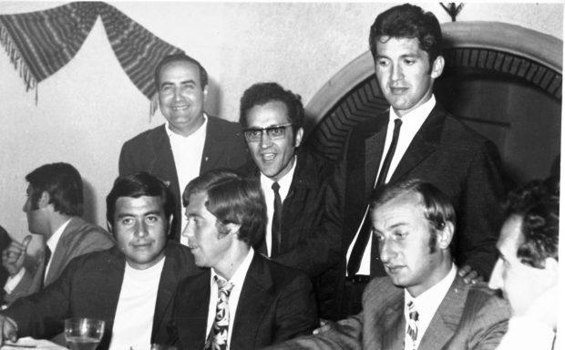 Banchetul de după retragerea din 1971, alături de prieteni de la Dinamo, Florea Dumitrache fiind unul dintre aceştia