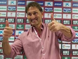 Tony Adams, numit antrenor la Granada. La clinica englezului, Mutu s-a tratat, după ce s-a drogat
