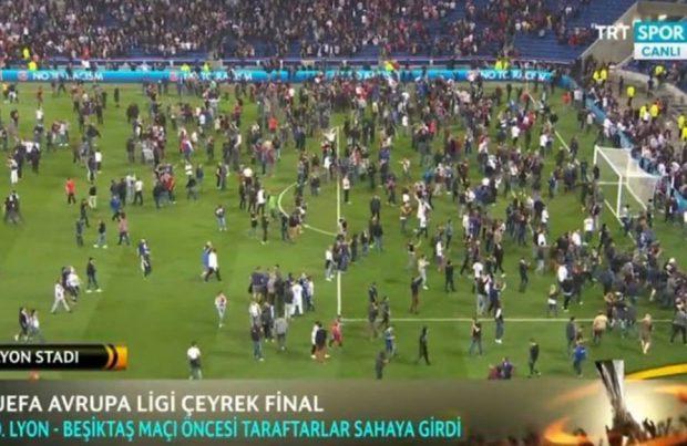 Scene apocaliptice la Lyon, înaintea meciului cu Beșiktaș din Liga Europa. Fanii turci au invadat terenul!