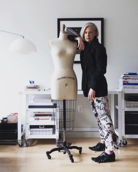 Model la 63 de ani, din întâmplare. Lyn Slater a ajuns în campanii publicitare, după ce a atras atenția cu stilul ei