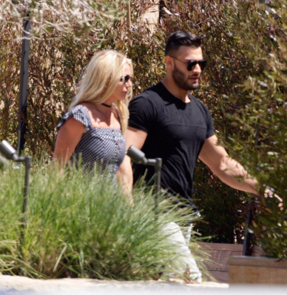 Britney Spears s-a logodit cu Sam Asghari
