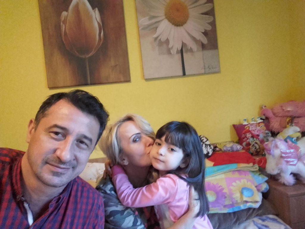 Cea mai frumoasă ipostază de familie cu Daniela Gyorfi. Vedeta radiază când e lângă ei