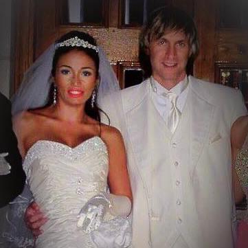 Alin Oprea, ex-Talisman, a sărbătorit 18 ani de căsnicie. Cum arăta artistul la nunta sa cu Larisa