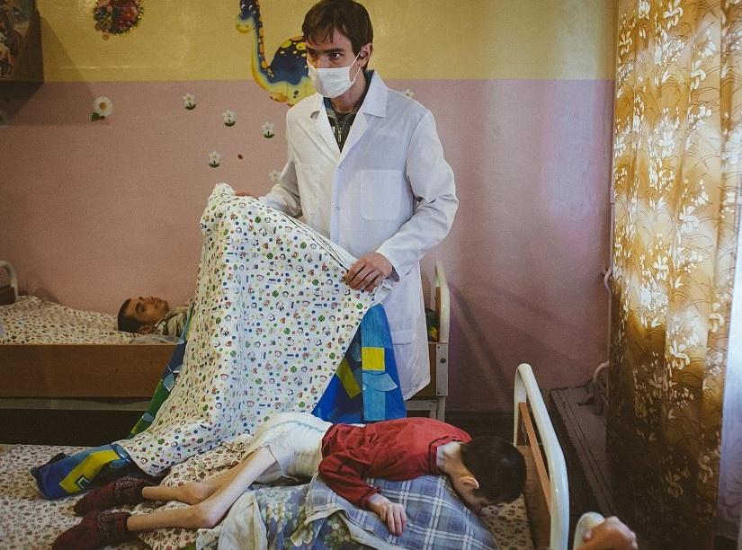 """Imagini cutremurătoare din orfelinatele din Belaus: """"Picioarele lor sunt scobitori acoperite cu piele"""""""