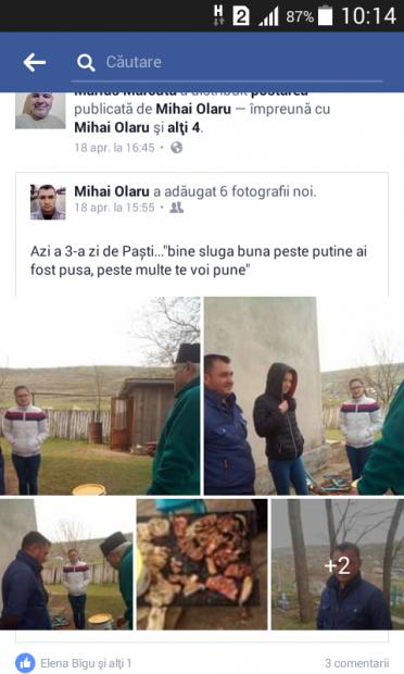 Preotul Marius Mărcută, preparând fripturile alături de trei enoriași