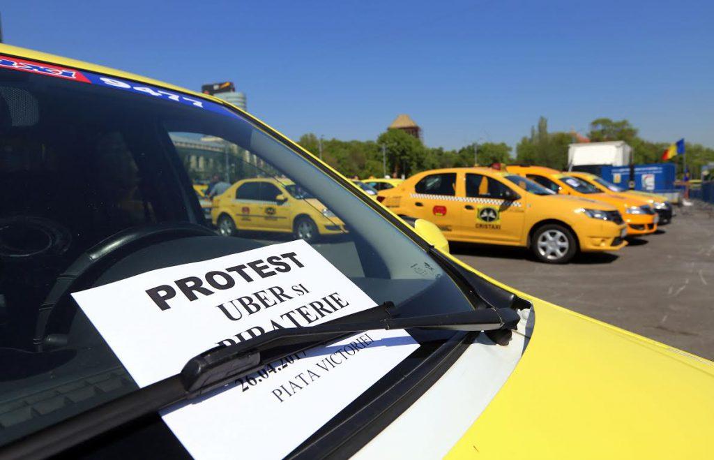 FOTO / Într-o cursă de 40 de minute prin Palatul Victoria, taximetriștii au găsit promisiunile pentru a învinge Uber. Șoferii vor putea fi amendaţi pentru transportul neautorizat de persoane