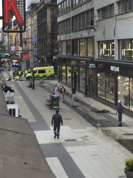 UPDATE. VIDEO LIVE / Atac terorist la Stockholm. Șoferul camionului, reținut, era simpatizant ISIS. O româncă a fost rănită