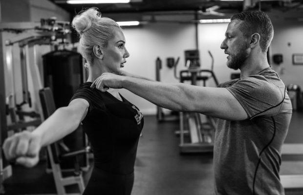 Ioana Lee e atât de sexy, încât a ajuns muza unui campion de arte marțiale