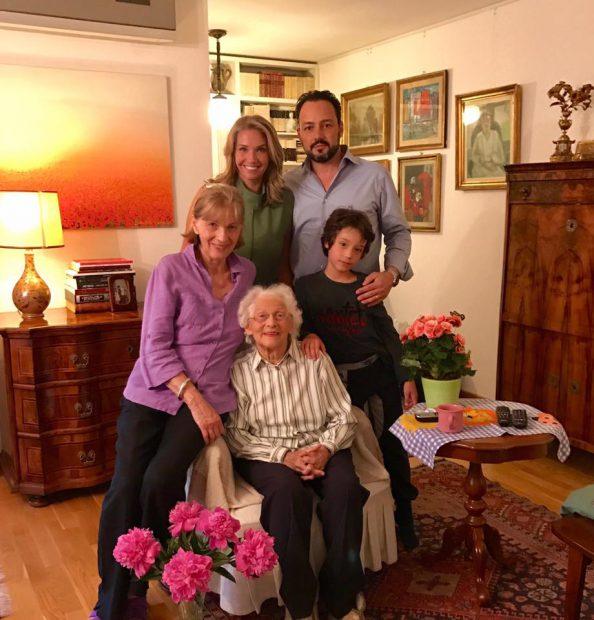 Bunica Ilenei Badiu a împlinit 93 de ani. Ce familie frumoasă are