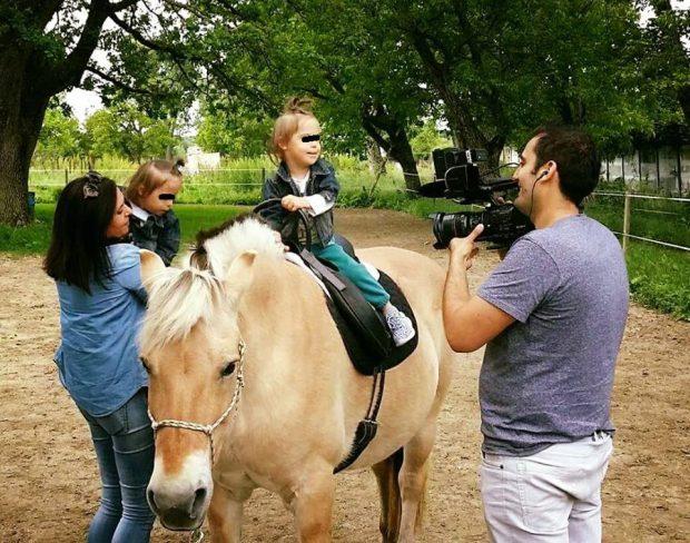 """Gemenii Cristinei Bălan au cucerit internetul. Toma și Matei au crescut și merg la călărit. """"Nimic nu se compară"""