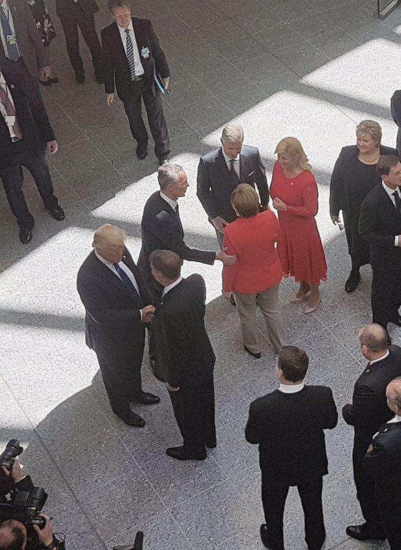 Liderii NATO, reuniune la Bruxelles. Prima întâlnire Klaus Iohannis - Donald Trump | FOTO