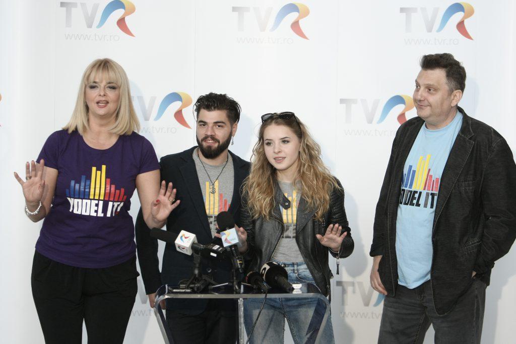 """VIDEO EXCLUSIV / Ilinca și Alex Florea s-au urcat în avion fără emoții pentru finala Eurovision de la Kiev. """"Sunăm bine și sigur va fi bine!"""""""