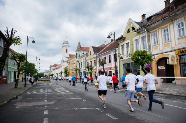 1.000 de participanți vor lua startul la Gabriela Szabo RUNFEST! Pe 6 mai 2017, la Bistrița, vor avea loc 12 curse de alergare în centrul orașului