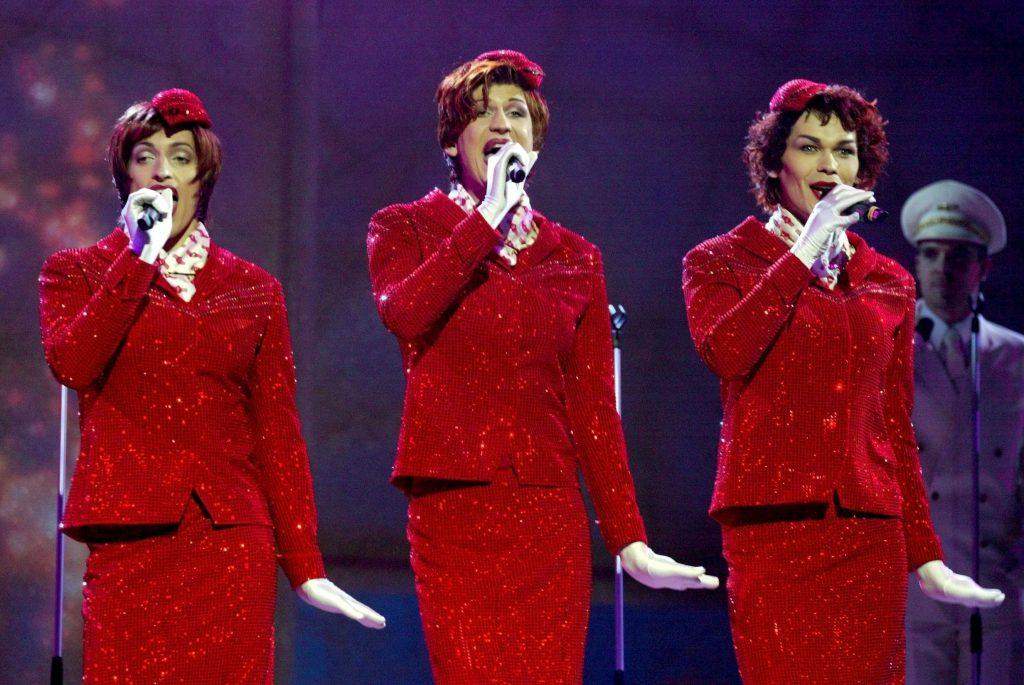 look-uri memorabile la Eurovision - Sestre