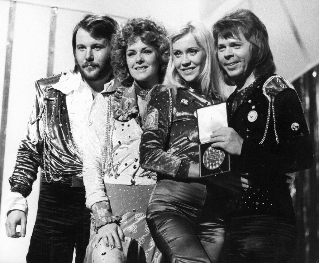 look-uri memorabile la Eurovision - ABBA