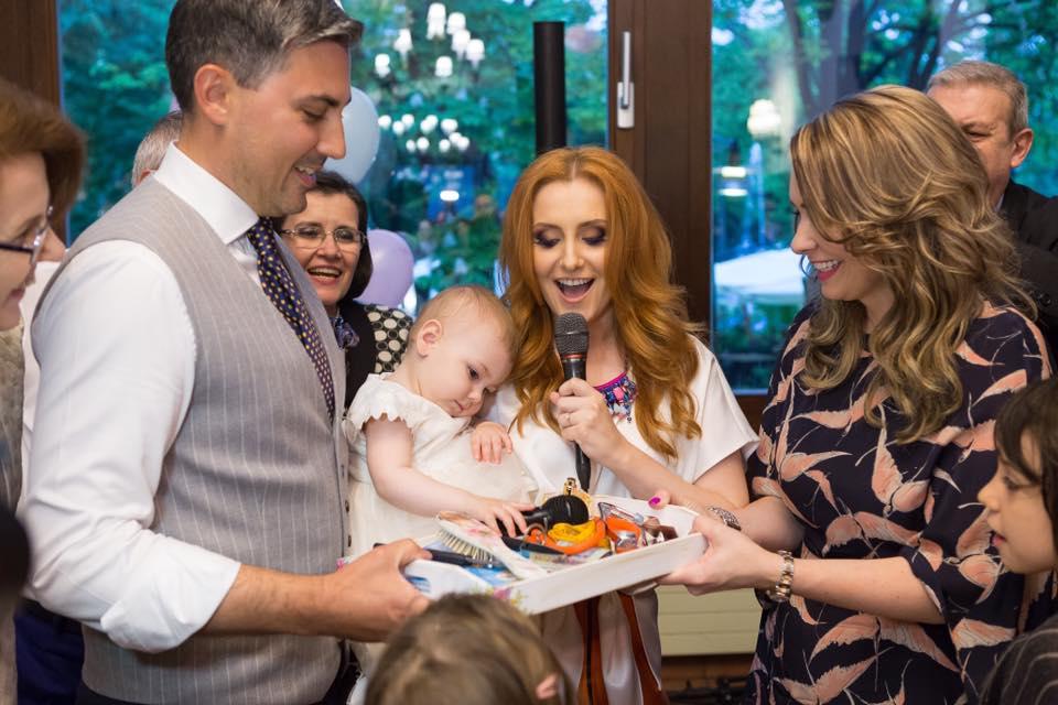 Alina Sorescu i-a rupt turta fetiței sale. Ce a ales Raisa de pe tăviță | FOTO